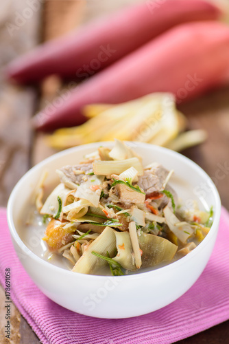 Photo Thai food (Kaeng Hua Plee), spicy banana flower soup with pork in a bowl