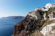 Häuser von Oia auf der Insel Santorin von unten