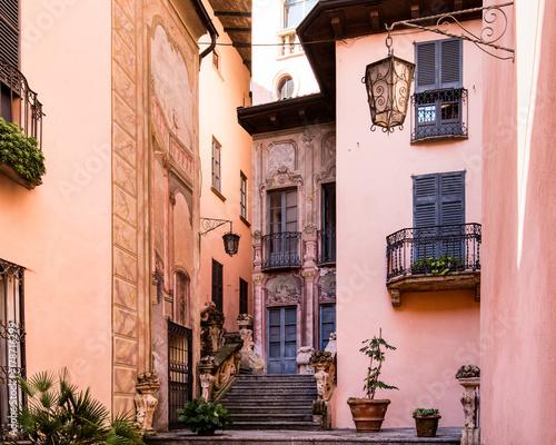 Canvas Print Häuser in der Altstadt von Gravedona am Comer See