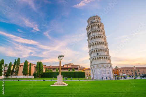 The Leaning Tower in Pisa Slika na platnu