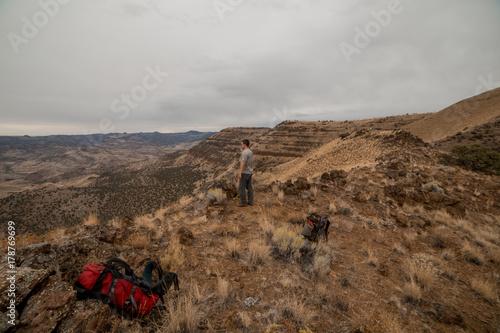 Fényképezés  Enjoying Mountain Summit After Backpacking near the Painted Hills 4