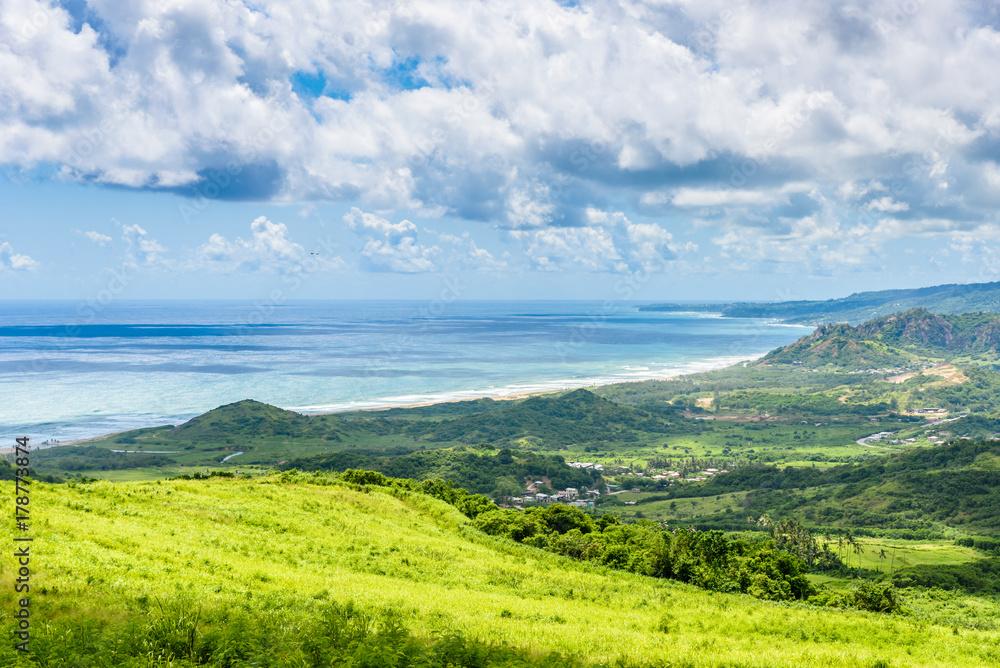 Widok od Czereśniowego drzewa wzgórza tropikalny wybrzeże karaibska wyspa Barbados