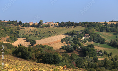 Photo small villages in the foothills of Italy.
