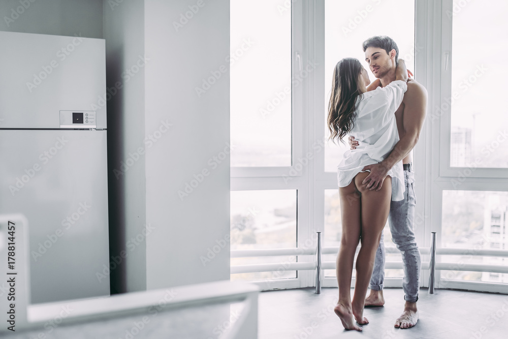 Fototapety, obrazy: Couple on kitchen