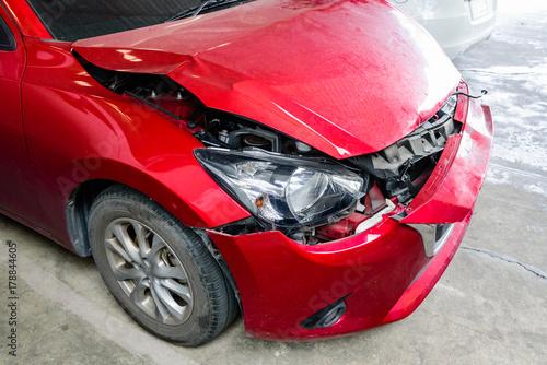 Front of red car get accident hit the damage until crash Fotobehang