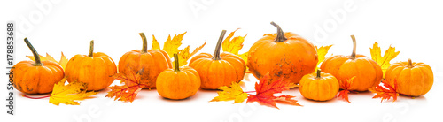 Autumn decoration arranged with dry leaves and pumpkins i
