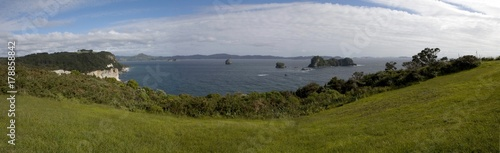 Foto op Canvas Cathedral Cove Panorama Coromendal New Zealand