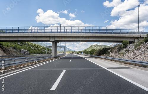Fotografía Bridge over a highway.