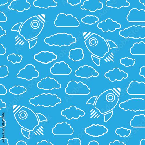 wzory-chmur-i-rakiet-na-blekitnym-tle