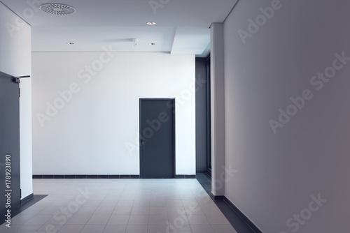 Stampa su Tela Empty corridor in modern business office building