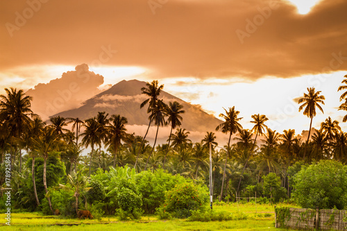 agung-wulkan-widziany-z-amed-we-wschodniej-czesci-bali