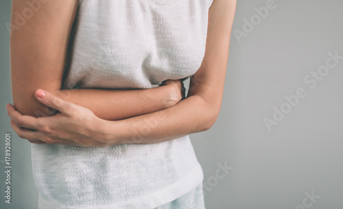Photo Young casual woman is having stomach ache.