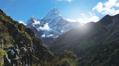 Photo  Three Trekkers Walking on Everest Highway While Seeing Mount Ama Dablam, Everest