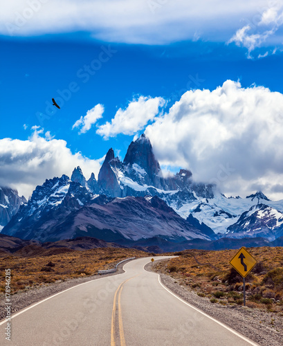 fine-highway-to-the-mount-fitz-roy