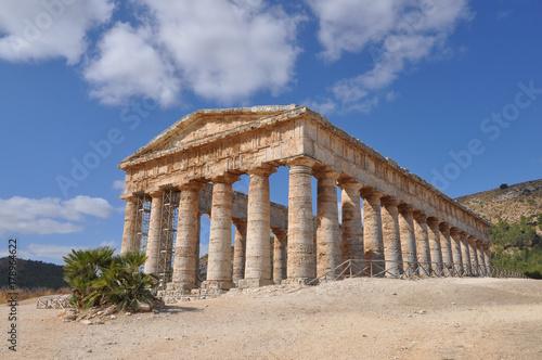 Fotografie, Obraz  Doric temple in Segesta