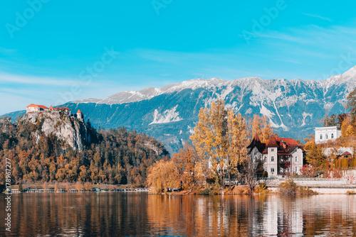 Keuken foto achterwand Turkoois Lake Bled in the Alpine mountains