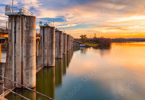 Deurstickers Dam The sun sets over Longhorn Dam in Austin, Texas