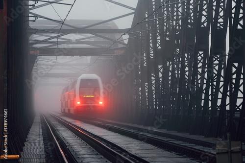 Plakat Pociąg na moście kolejowym