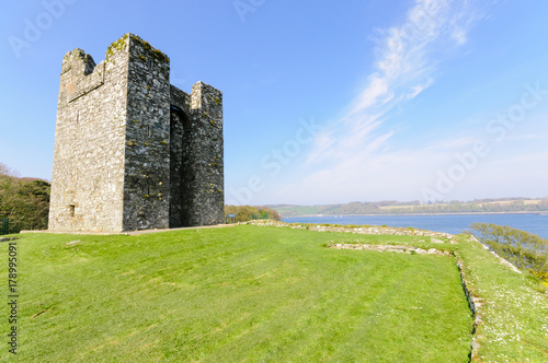 Fotomural Audley Castle, overlooking Strangford Lough as featured in Game of Thrones