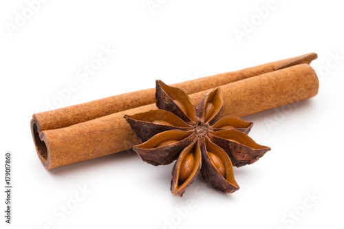 Fotografie, Obraz Cloves, anise and cinnamon isolated on white background.
