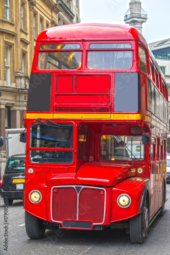 Poster Rouge, noir, blanc Red Double Decker Bus in London, UK