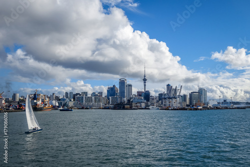 Fotobehang Oceanië Auckland view from the sea and sailing ship, New Zealand