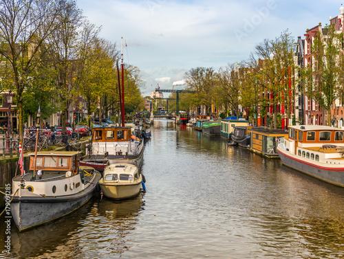 Photo  Panorama d'un canal et ses maisons typiques à Amsterdam, Hollande, Pays-bas