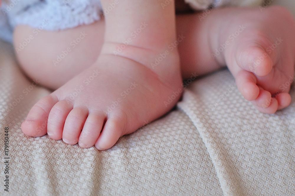 Fototapety, obrazy: Tiny Newborn Baby's feet