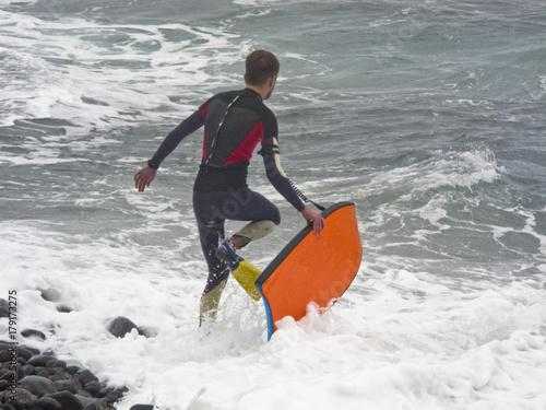 Plakat przed surfowaniem