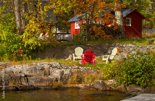 Photo  Red cottage on rocky shore