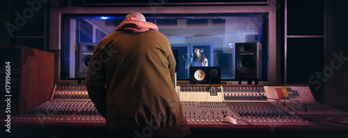Photo  Musicians producing music in professional recording studio