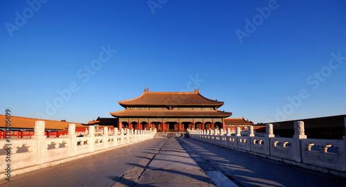 Poster Pekin The enchanting Forbidden City in Beijing in the early morning sunlight.
