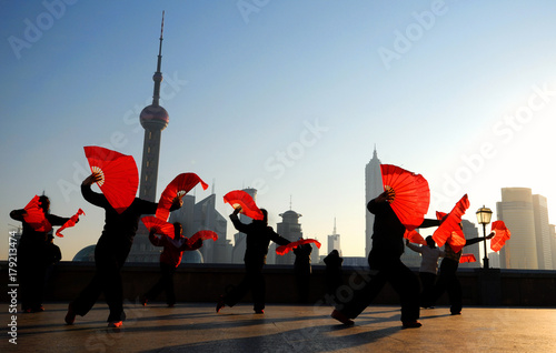 Photo Stands Shanghai Traditional Chinese dance with fans.