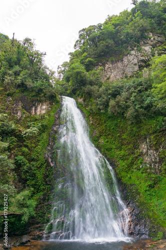 Foto  Waterfall in tropical rainforest