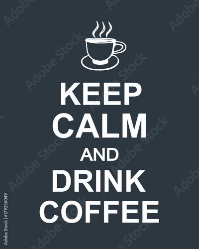 Plakat Zachowaj spokój i pij kawę cytat na ciemnym tle