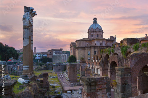 Obraz na plátně  Roman Forum. Image of Roman Forum in Rome, Italy during sunrise.
