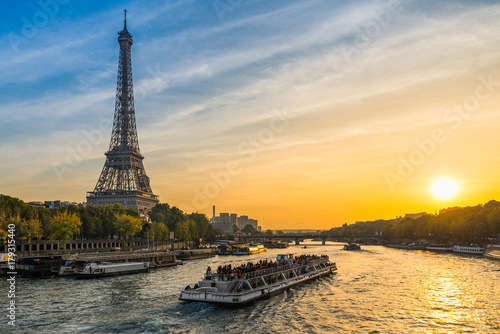 sunset-at-the-eiffel-tower-paris