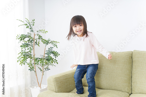 Valokuvatapetti A child by herself playing in room