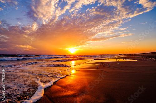 Foto op Plexiglas Zee zonsondergang オレンジ色の湘南の海