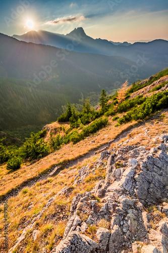 Zdjęcie XXL Cudowny zachód słońca w Tatrach z grzbietu jesienią