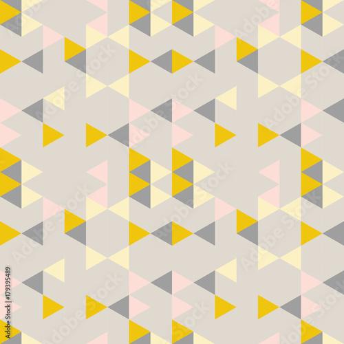 geometryczny-wzor-abstrakcyjny-z-trojkatow-w-stonowanych-kolorach-retro