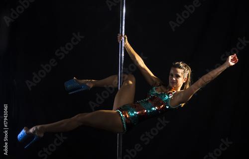 Montage in der Fensternische Karneval female pole dancer