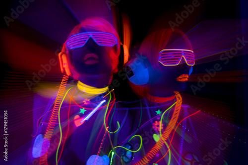 Photographie glow uv neon sexy disco female cyber doll