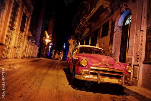 Foto auf Gartenposter Havanna Havana Vintage Car on the Road in Havana
