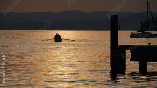 Spoed Foto op Canvas Zee zonsondergang Tramonto sul lago di Garda