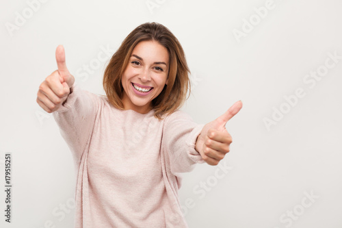 Photo  Cheerful woman gesturing thumbs up