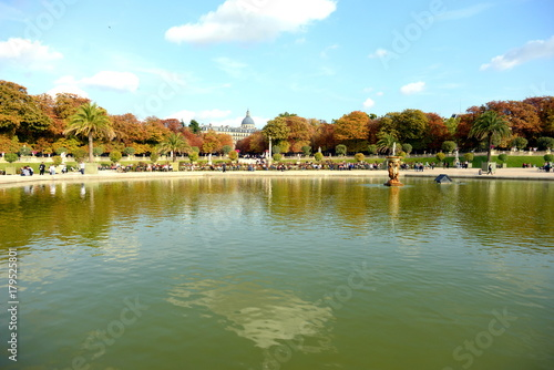 Deurstickers Eiffeltoren Luxembourg gardens in Paris, France