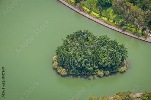 îlot sur le fleuve de Singapour Poster