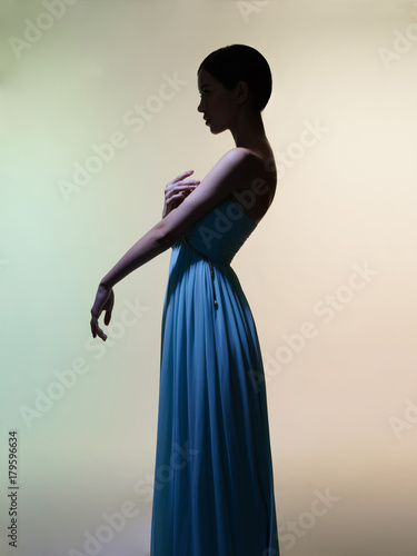 Foto op Plexiglas womenART Graceful woman in green dress