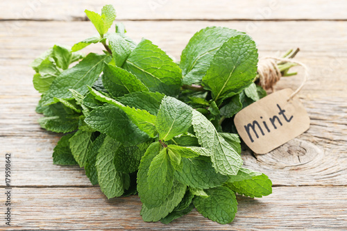 Obraz Fresh mint leafs on grey wooden table - fototapety do salonu